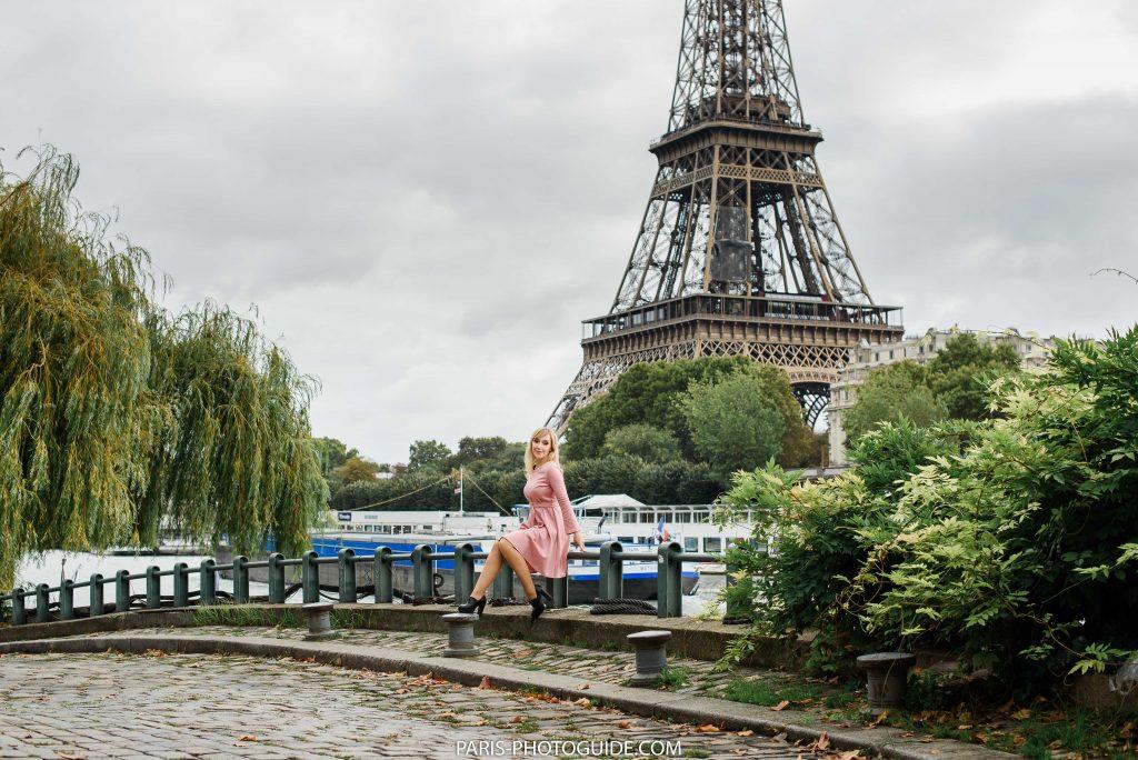 Набережная Сены с видом на Эйфелеву башню